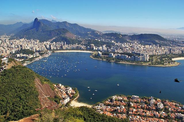 Vitória enchante les touristes par ses monuments historiques et sa nature
