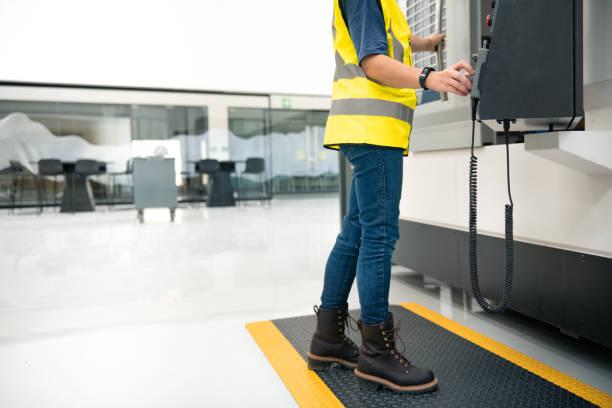 Comment bien choisir sa paire de chaussures de sécurité pour femme ?